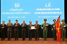Son La province, leaders receive noble orders, medals from Laos
