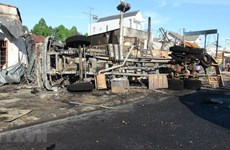 Binh Phuoc: six dead, 15 houses burned after oil truck catches fire