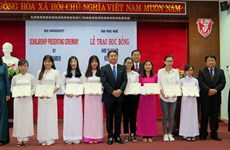 Hue students receive scholarships from Japan