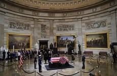 Vietnamese Ambassador pays respects to former US President George H.W.Bush