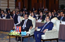 Vietnam, Cambodia PMs attend business forum