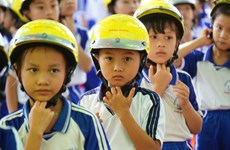 "Gia Lai reviews ""Helmet for children"" project"