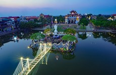 Christmas atmosphere overwhelms HCM City, Ninh Binh