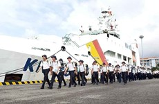 Delegations set sail for Truong Sa archipelago for Tet festival
