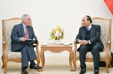PM Nguyen Xuan Phuc receives former first US Ambassador