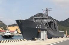 Singaporean naval ship visits Khanh Hoa