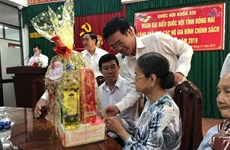Officials present Tet gifts to social policy beneficiaries