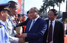 PM Phuc pays pre-Tet visit to workers in Hai Phong