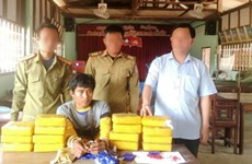 Quang Tri: Lao man arrested for smuggling 94,000 meth pills