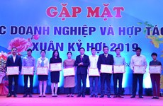 Hoa Binh pledges to remove obstacles facing local firms