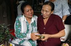 Cambodian delegation visits former volunteer Vietnamese soldier