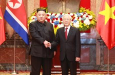 Top leader welcomes, holds talks with DPRK Chairman