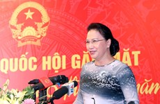 Top legislator meets with female deputies in Vinh Phuc