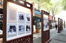 Photo exhibition on NA delegation's first visit to France opens