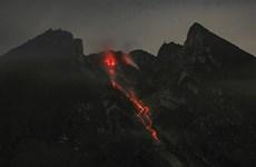 Indonesia: Mount Merapi spews hot 1,250m cloud