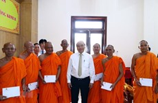 PM visits Khmer Theravada Buddhist Academy