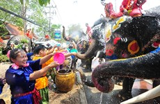 Thais celebrate traditional New Year festival