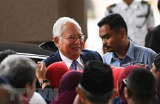 Corruption trial of former Malaysian PM resumes