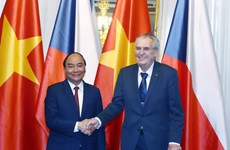 PM Phuc calls for stronger Vietnam-Czech ties in potential fields