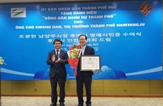 Hue city bestows honorary citizenship upon RoK national