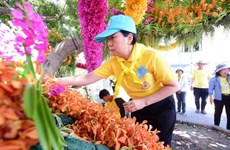 Thailand: Floral decorations along procession route