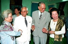 Lao leaders pay tribute to former Vietnamese President Le Duc Anh