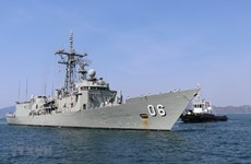 Australian royal naval ships make port call in Khanh Hoa province