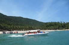 Cham Islands officials resist plan to send tourist boats from Da Nang