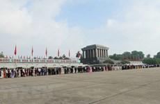 Over 10,000 people visit President Ho Chi Minh's Mausoleum