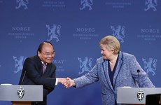 Vietnamese, Norwegian PMs co-chair press conference