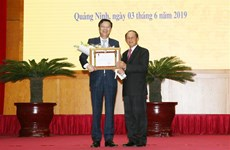 Quang Ninh's leaders honoured with Lao medals