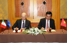 Vietnam, Italy sign action programme on educational cooperation