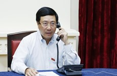 Deputy PM, FM Minh holds telephone talks with Singaporean FM