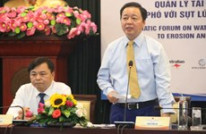 Forum urges solutions to erosion, saline intrusion in Mekong Delta