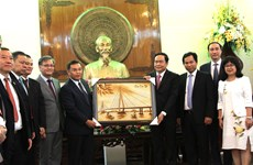 Front leader hosts Lao Front for National Construction delegation