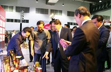 Vietnam-Laos trade fair helps promote bilateral economic ties