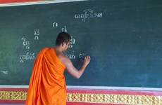 Khmer monks open summer classes