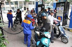 Petrol prices rise over 400 VND per litre