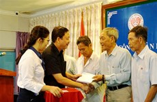 Gifts presented to Overseas Vietnamese in Cambodia