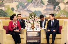 Vietnamese NA Chairwoman receives leader of Suzhou city