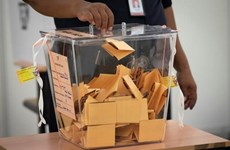 Malaysia lowers voting age from 21 to 18