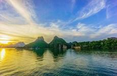 Ha Long Bay ranked in top 10 most beautiful sunrise spots in world