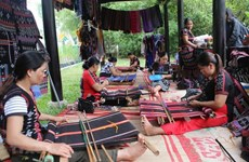 Joint venture supports traditional weaving in Thua Thien-Hue