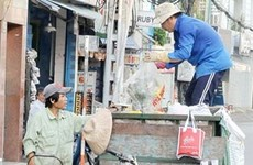 HCM City offers help to private garbage collectors