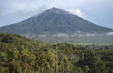 Indonesia issues flight warning as volcano erupts on Sumatra Island