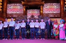 Vallet scholarships presented to Thua Thien-Hue students