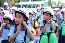 Honda Vietnam to present over 176,000 helmets to Hanoi school children