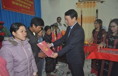 Thua Thien-Hue: Nine Laotians receive Vietnamese nationality