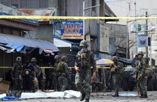 Philippines: Suicide bomber killed outside army base