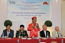 Books helps Vietnamese learn about Czech Republic